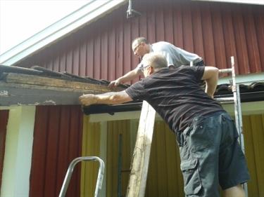 Kurt und Krister entfernen die Vindskiva